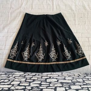 Ann Taylor Black embroidered Skirt Size 14